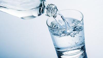 Diet Air Putih Hangat, Benarkah Bisa Menurunkan Berat Badan?