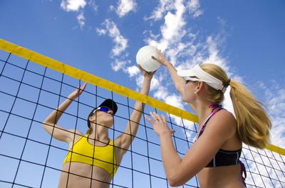 Sehat dengan Cara Menyenangkan? Permainan Bola Voli Bisa Jadi Pilihan, Moms