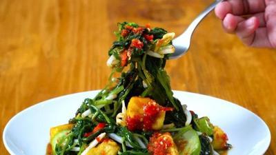Berkreasi dengan Sayur Tumis Kangkung untuk Si Kecil, Intip Resepnya Yuk!