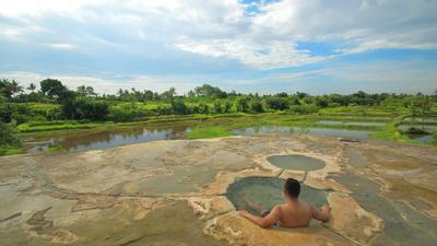 Bingung Liburan Kemana? Ke Pemandian Air Panas yang Populer di Jawa Barat Aja!