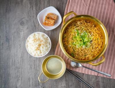 Bahaya Mie Instan dengan Nasi