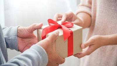 Hadiah untuk Ibu yang Bukan dari Keluarga