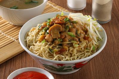 Mau Buka Usaha Kuliner? Coba Deh Resep Mie Ayam untuk Jualan Ini