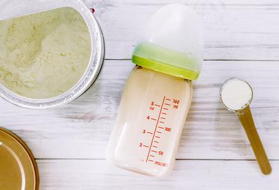 Tak Bisa Sembarangan, Pilih Susu Formula yang Tepat untuk Bayi!