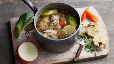 Resep Cara Membuat Kaldu Ayam untuk MPASI, Praktis Tanpa Ribet Nih Moms!