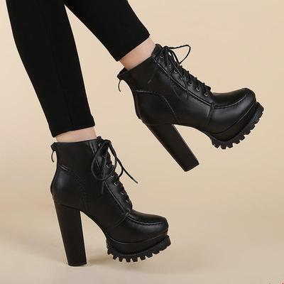 Sepatu Boot Hak Tinggi