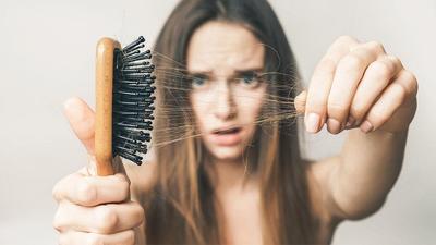 4 Cara Mudah Atasi Rambut Rontok dengan Bahan Alami, Bisa Pakai Bumbu Dapur Juga Moms!