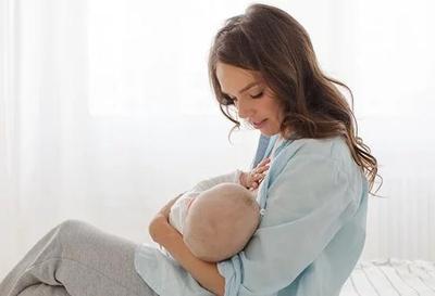 Susah Menyusui Bayi Karena Puting Susu Datar? Ini Cara Mengatasinya, Moms