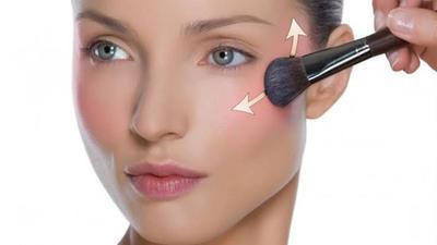 Baru Belajar Makeup? Simak Cara Memakai Blush On untuk Pemula ini, Moms!