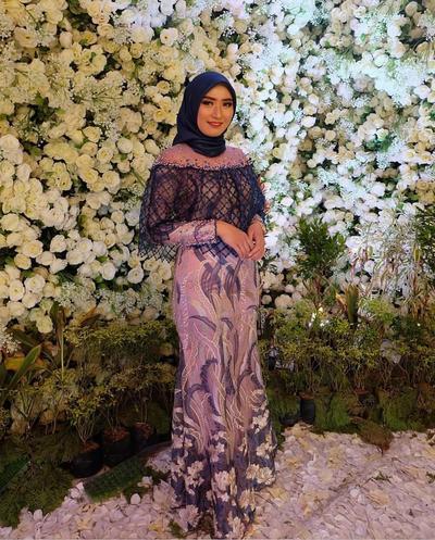 3. Gamis Brokat Kombinasi Batik