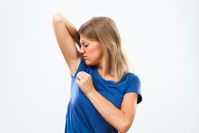 Bau Ketiak Bikin Nggak Percaya Diri? Ini 6 Cara Alami Menghilangkannya