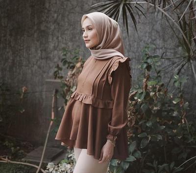 2. Perpaduan Warna Baju Coklat