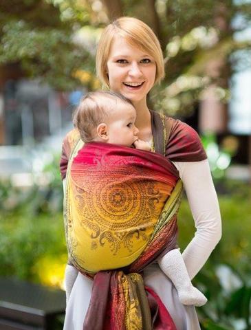 Kelebihan dan Kekurangan Gendongan Bayi Tradisional, Moms Perlu Tahu Nih!