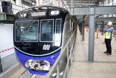 Yuk Cari Tahu Peraturan Naik MRT Jakarta Sebelum Coba Naik, Moms!