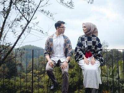 Bisa Jadi Inspirasi, Intip Ragam Foto Prewedding Hijab yang Enggak Kalah Romantis