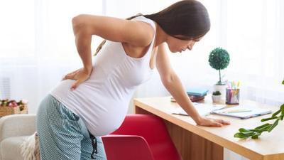 Apa Penyebab Sakit Pinggang Saat Hamil? Cari Tahu Yuk, Moms!