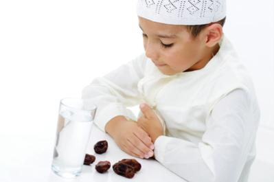 Ramadan Pertama Si Kecil, Yuk Ajarkan Doa Buka Puasa