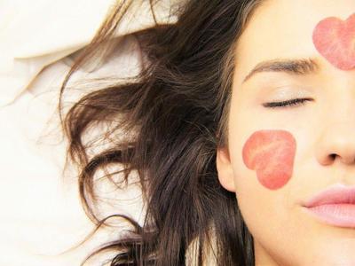 Bibir Merah Alami dengan 5 Cara Sederhana Ini, Coba Deh Moms!