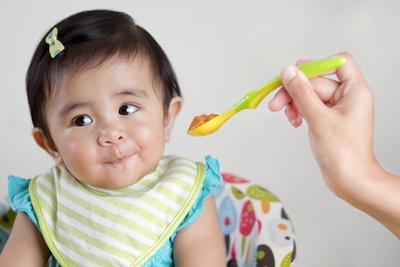 4 Hal Penting yang Harus Moms Ketahui Sebelum Memberikan MPASI Pada Bayi