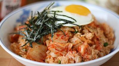 Resep Nasi Goreng Kimchi Ala Korea, Bikin Sendiri di Rumah, Yuk, Moms!