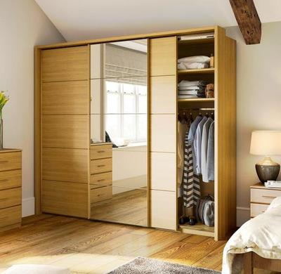 4. Lemari Pakaian Minimalis 3 Pintu