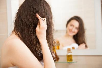 2. Cara Memanjangkan Rambut dengan Minyak Zaitun