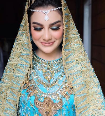 Cantik Paripurna, Ini Contekan Makeup Pernikahan Flawless dan Bold Ala Irish Bella