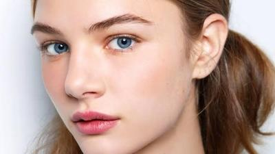 Muka Bak Kilang Minyak? Cobain Deh Moms Tips Makeup untuk Kulit Berminyak Ini