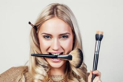 Awet dan Mulus, Ini 5 Tips Makeup untuk Kulit Kering Biar Nggak Cracky