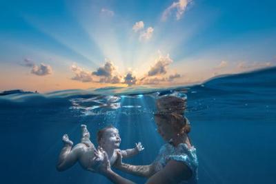 6. Hindari Berenang di Laut untuk Bayi di Bawah 12 Bulan