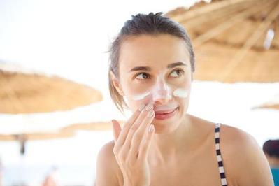 Banyak yang Salah, Ternyata Ini Lho Tips Memilih Sunscreen yang Benar