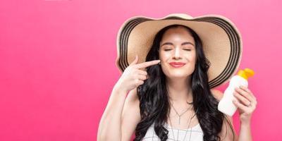 4. Pilih Sunscreen yang Mengandung Zinc Oxide atau Titanium Dioxide untuk Kulit Sensitif