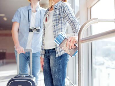 Duh, Kulit Dehidrasi Saat di dalam Pesawat? Atasi dengan Tips Ini, Moms!