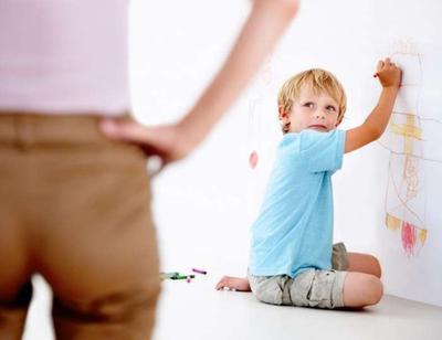 Anak Suka Corat-coret Dinding Rumah? Jangan Dilarang Moms, Ini Manfaatnya untuk Si Kecil