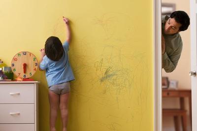Manfaat Anak Corat-coret Dinding Rumah