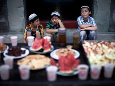 Ajarkan Anak Sejak Dini, Puasa Setengah Hari Bisa Jadi Trik Jitu untuk Si Kecil, Moms