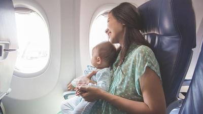Takut Kerepotan Saat Mudik? Ini Tips Menyusui di Pesawat dengan Aman dan Nyaman