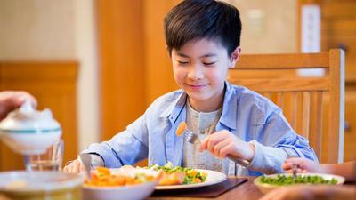 Bantu Si Kecil Kuat Berpuasa, Hindari 4 Makanan Ini untuk Menu Sahur Anak