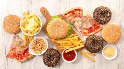 Walau Lezat Menggiurkan, 4 Makanan Enak Ini Malah Bikin Wajah Cepat Tua Loh!