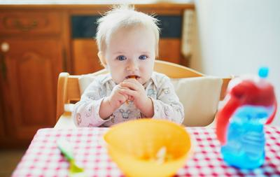 Tips Mengenalkan MPASI Pertama Pada Bayi, yang Terakhir Paling Penting, Moms!