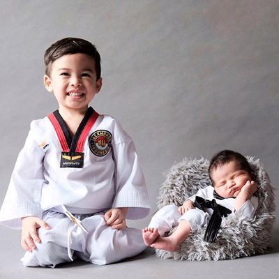 Lucunya Pemotretan Bayi Kalundra, Anak Tya Ariestya, dari Taekwondo Sampai Superhero