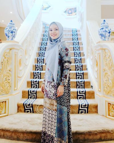 Hijab Ala Dewi Sandra