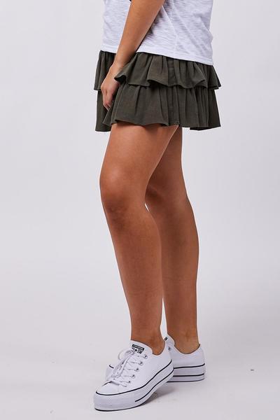 6. Ruffle Skirt dan Converse