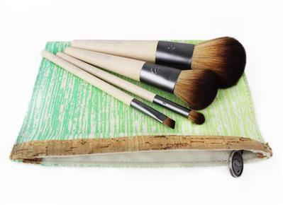 Agar Lebih Hemat Kamu Bisa Mencoba Set Travel Brush