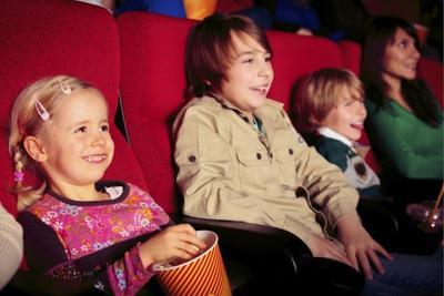 5 Hal yang Harus dipertimbangkan Sebelum Mengajak Anak Nonton di Bioskop