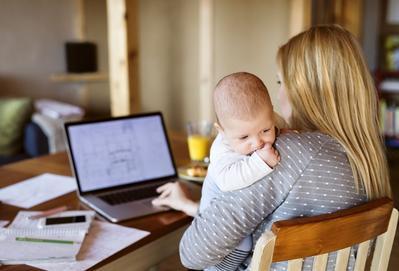 Moms, Ini 4 Penilaian Salah Tentang Ibu Bekerja yang Perlu Diluruskan