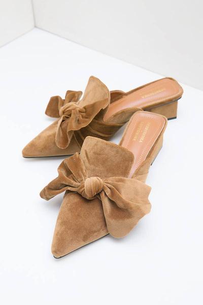 3. Sepatu Mule Aksen Pita