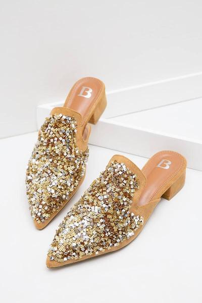 4. Sepatu Mule Aksen Glitter