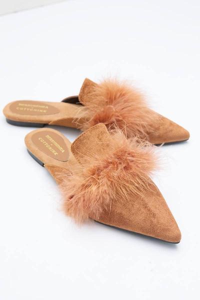 5. Sepatu Mule Aksen Bulu