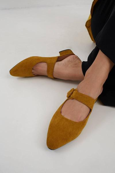 1. Sepatu Mule Polos
